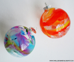 Crayon Melt Glass Ornaments DIY | Christmas Decorations | Scoop.it