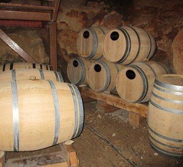 Ardèche: des vignerons enterrent leurs vins dans une grotte | Le vin quotidien | Scoop.it