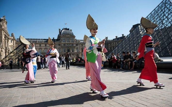 Attentats à Paris : des danseurs japonais annulent leur spectacle | Le Figaro | Kiosque du monde : Asie | Scoop.it