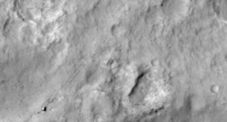 Mars Orbiter images rover and tracks in Gale Crater   TG Daily   voyage dans l'espace   Scoop.it