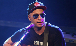 Tom Morello covers Bruce Springsteen at Occupy Wall Street anniversary gig - NME | Bruce Springsteen | Scoop.it