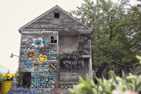 Three-Dozen Floral Designers Transform a Condemned Detroit Duplex with 36,000 Flowers | Modern Ruins | Scoop.it