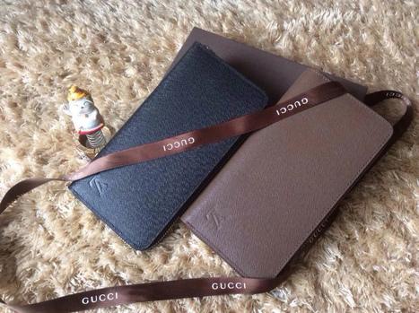 Louis Vuitton Model: M60017 Product Specifications: 19x10cm Material: Saffiano Leather | Designer Bags | Scoop.it