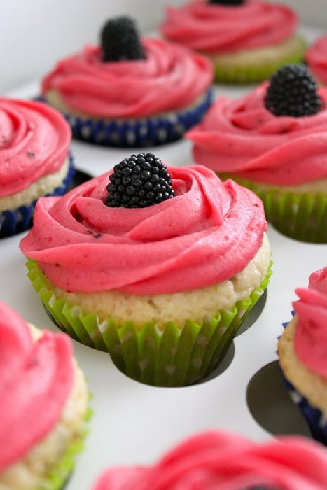Key Lime Cupcakes with Blackberry Filling and Blackberry Frosting | I want yummy cupcakes | Scoop.it