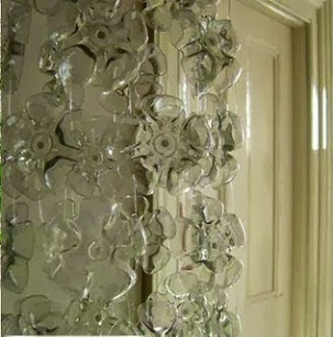Making curtains of plastic bottles, simple steps and beautiful curtains in living room | living room design | Scoop.it