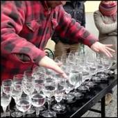 Street Artist Performs Heavenly Version of Hallelujah on Crystal Glasses - It's Incredible! | arte callejero | Scoop.it