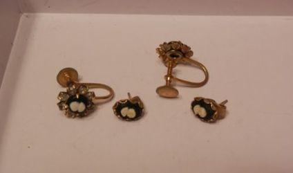 PAIR OF VINTAGE BLACK & WHITE CAMEO EARRINGS GOLD TONE METAL SCREWBACK PIERCED | Beautiful Vintage Find!! | Scoop.it