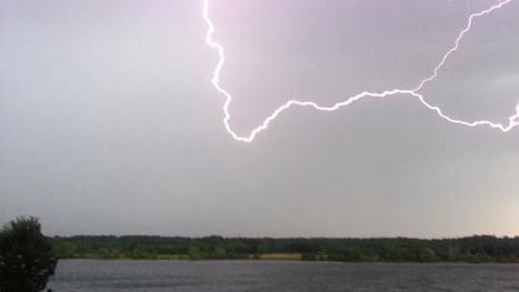 Fisherman Hit by Lightning   Environmental Biology   Scoop.it