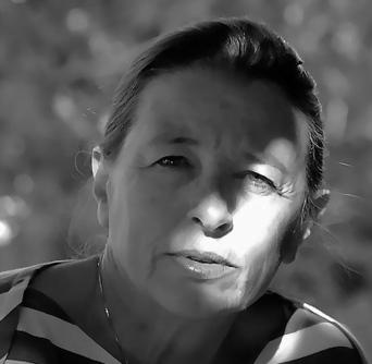 Entretien avec Angèle Paoli pour la sortie de *De l'autre côté* aux éditions du Petit Pois (Béziers)   Terres de Femmes   Scoop.it