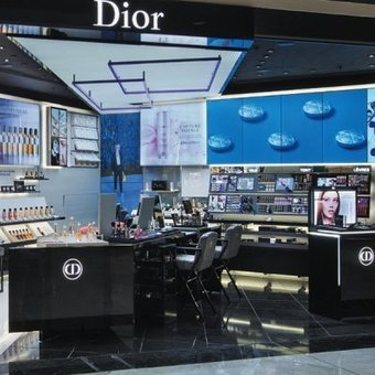 Dior tests a new interactive beauty shop in France | Marketing du luxe de la mode et du design | Scoop.it