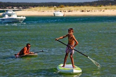 Tendance : ils marchent sur le Bassin grâce au stand up paddle | Tourisme sur le Bassin d'Arcachon | Scoop.it