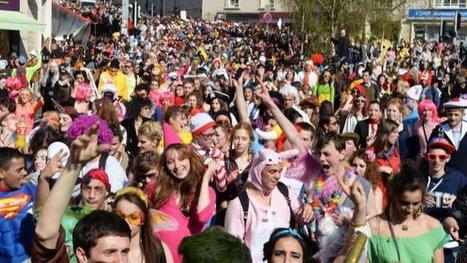 Carnaval étudiant à Caen. 17 à 18 000 personnes au départ du défilé | veille_fage | Scoop.it
