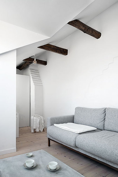 Les petites surfaces du jour : un deux pièces sous combles | PLANETE DECO a homes world | habitat et deco | Scoop.it