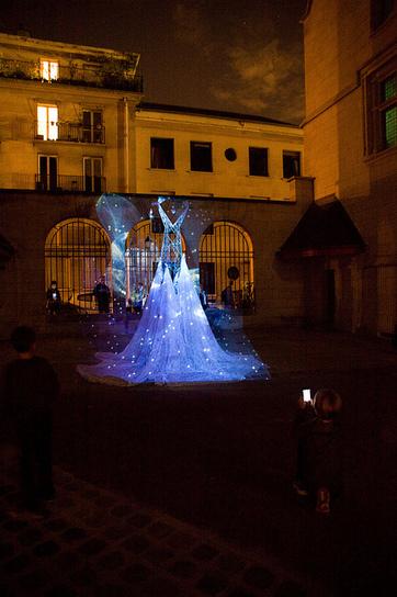 Nuit blanche, Paris 2013 :: paroucheva   Electric Art - New generation pylons by Elena Paroucheva   Scoop.it