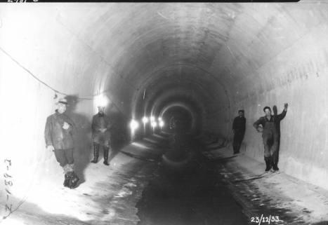 Employés municipaux dans un égout de Montréal, 23 décembre 1933 | Photos ancestrales de Montréal | Scoop.it