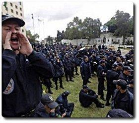La police algérienne frappe à la porte de la présidence à une heure du matin   Islamo-terrorisme, maghreb et monde   Scoop.it