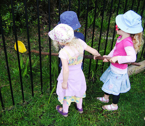 outdoor play develops team work | Excellent Early Years Education | Scoop.it