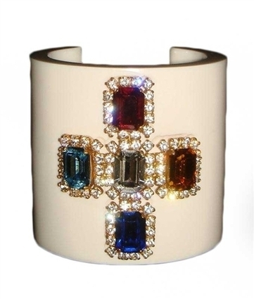 CHANEL Vintage '95 Resin and Crystal Cuf   CHANEL Vintage '95 Resin and Crystal Cuff   Scoop.it