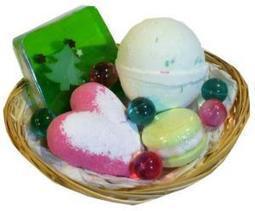 Corbeille Cadeau Douceur d'Hiver - L'Accro du Bain   L'Accro du Bain boutique de produits pour le bain et savons gourmands:boule de bain, savons de Marseille,savon artisanal,cupcake de bain, savons cupcakes   Scoop.it