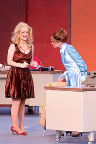 '9-5' enlivens audiences with comedy, singing, dancing, & Dolly Parton music | examiner.com | OffStage | Scoop.it