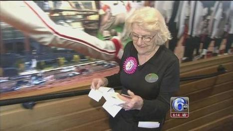 Oldest Applebee's employee surprised with 90th birthday party | Seniors: Learning is Timeless | Scoop.it