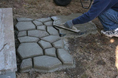 Create your Own Stone Walkway for less than $40 | BricoService - Manutenzioni residenziali | Scoop.it