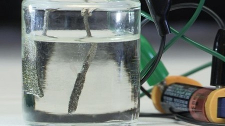 Scientists create water splitter that runs on a single AAA battery   Sustainable Futures   Scoop.it