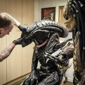 At this tattoo parlor, Alien and Predator are actually pretty good pals | Cosplay News | Scoop.it