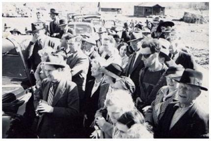 Un voyageur du futur pris en flagrant délit sur une photographie en 1941 | Drôles de faits divers... | Scoop.it