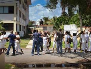 Over 100 Ladies in White arrested during another Sunday of violent repression in Cuba | Babalú Blog | Cuba freedom | Scoop.it