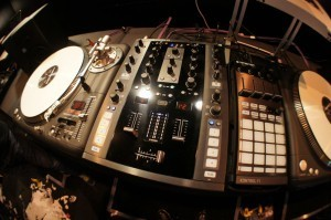 BPM 2012: NI Traktor Kontrol Z2 demo - DJWORX | DJing | Scoop.it