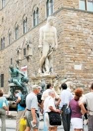 Patrimoine - Un descendant des Médicis veut sauver Florence des touristes excessifs   Immobilier   Scoop.it