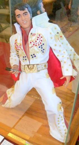 Huge single-owner lifetime collection of Elvis Presley memorabilia will headline Chesapeake Auction House's Memorial Day Sale on May 27 in St. Leonard, Md. | Antiques & Vintage Collectibles | Scoop.it