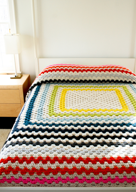 Giant, Giant Granny Square Blanket - Knitting Crochet Sewing Crafts Patterns and Ideas! - the purl bee | Du fait main & some handmade | Scoop.it