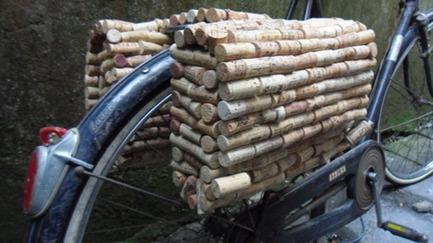 Borse per bici con i tappi di sughero fai da for Appendi borse fai da te