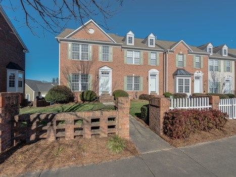 Fabulous Townhome with Finished Basement and One Car Garage! - 6823 Creft circle, Indian Trail, NC 28079 | Charlotte NC Real Estate | Scoop.it