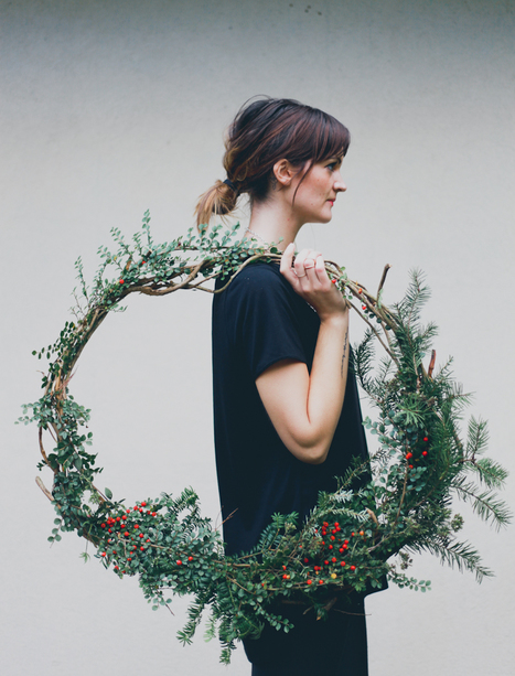 A Month of Merriment // DIY Natural Seasonal Wreath — Treasures & Travels | Tendances qui m'intéressent | Scoop.it