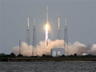 SpaceX Dragon crippled by glitch following launch to space station | The NewSpace Daily | Scoop.it
