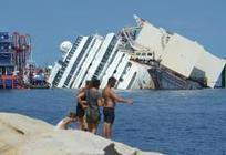 """ITALIE • Le """"Costa Concordia"""" bientôt debout ? - Courrier International 