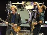 Paul McCartney plays two songs with Bruce Springsteen at the Hard Rock Calling Festival in London on Saturday - Stan Goldstein | Bruce Springsteen | Scoop.it
