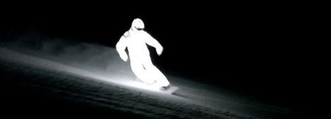 William Hugues équipé de LED, surfe dans la nuit noire   Extreme Ride   Scoop.it