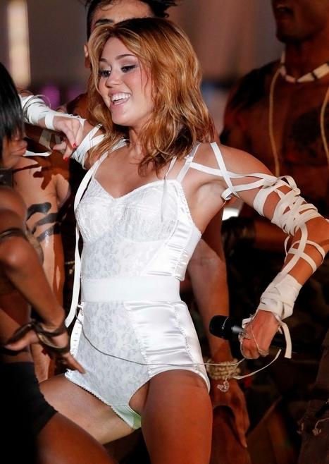 Oops le minou sexy de Miley Cyrus lors d'un concert ! - photo | Radio Planète-Eléa | Scoop.it