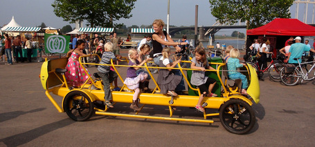 Dutch Kids Pedal Their Own Bus To School | Transportation Today | Scoop.it