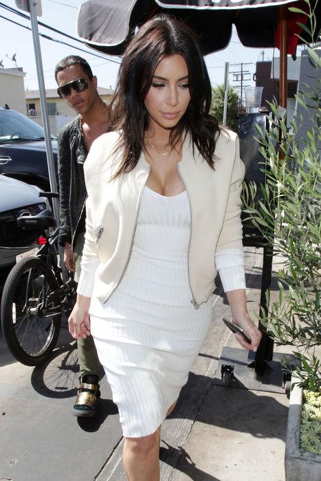 Kim Kardashian Debuts a New Shorter Haircut and It's So Cute You're Going to ... - Glamour (blog) | secretsalons | Scoop.it