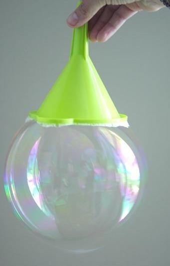 Recette de bulles de savon géantes. | Parent Autrement à Tahiti | Scoop.it