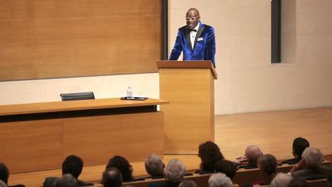 Littérature africaine: Alain Mabanckou ovationné au Collège de France - RFI | La Mémoire en Partage | Scoop.it