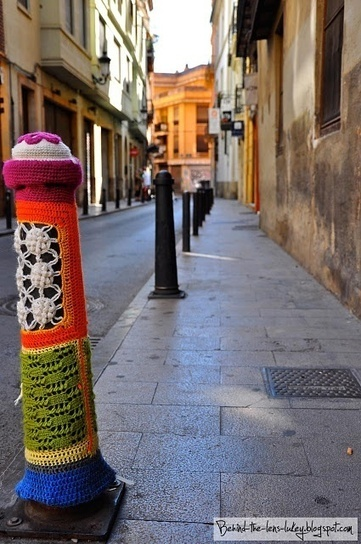Crochet Street Art - Valencia Bollard art | Vulbus Incognita Magazine | Scoop.it