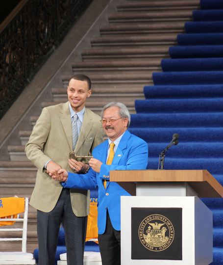 Golden State Warrior Stephen Curry accepts key to the city | #USFCA | Scoop.it