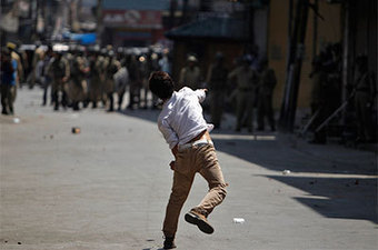 Kashmir's Internet suspension fits pattern of restrictions - CPJ Press Freedom Online (blog)   Human Rights   Scoop.it