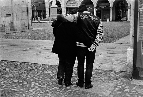 In love... | street photography by Enzo Cositore | Scoop.it